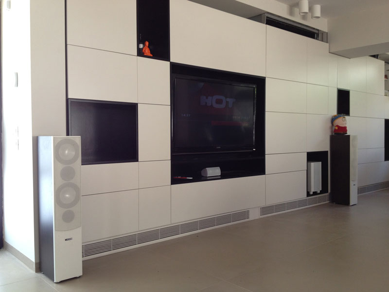 פינת טלוויזיה בסלון