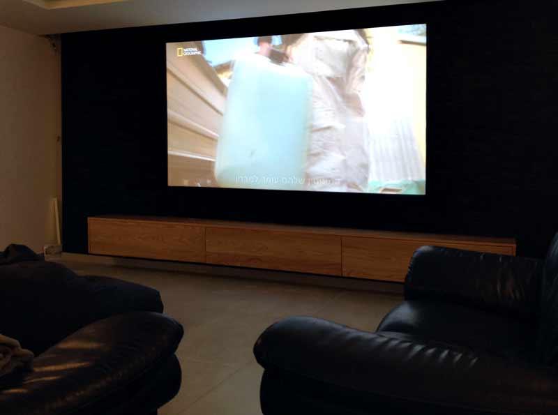 """חדר קולנוע ביתי, מסך ענק של 110"""""""