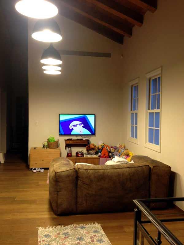 מסך טלוויזיה בפינת ילדים